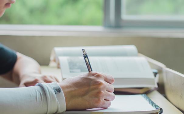 成人英語口語培訓班一般學費要多少錢?過來人分享價目表