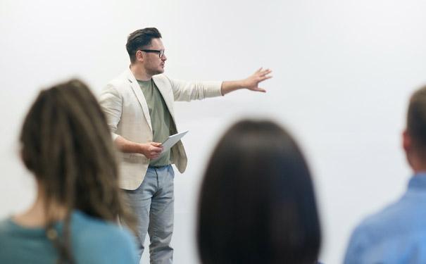 英語網上培訓班應該怎么選?哪家線上培訓機構的好一些?